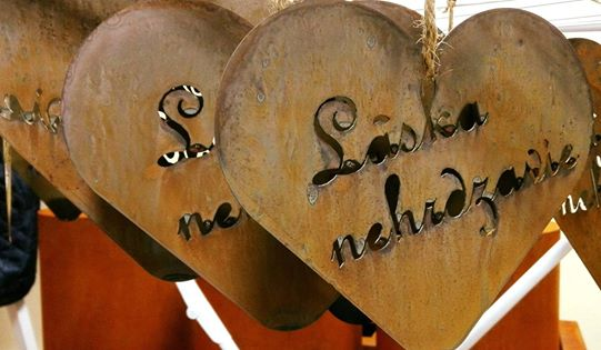 "Decoration hearts ""Love does not rust"""