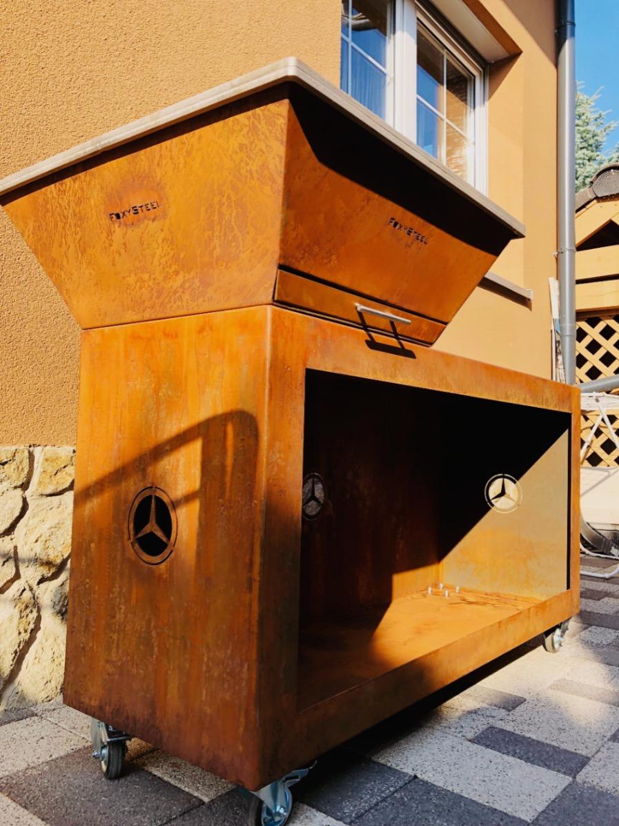 Vonkajší gril so zásobníkom dreva,Ivánka pri Dunaji