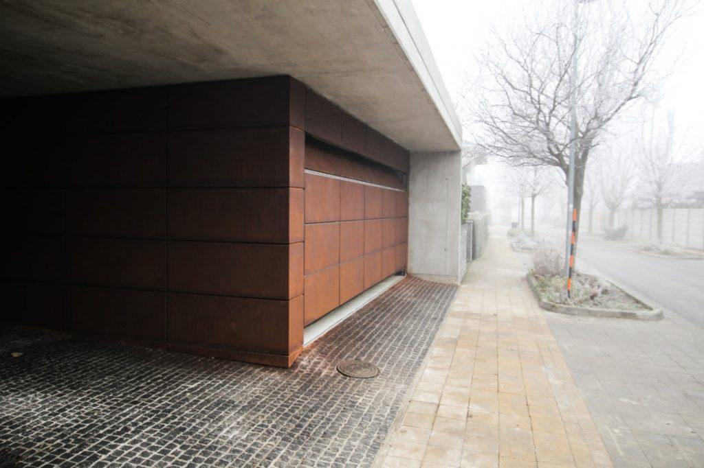 cortenova garaz fasada