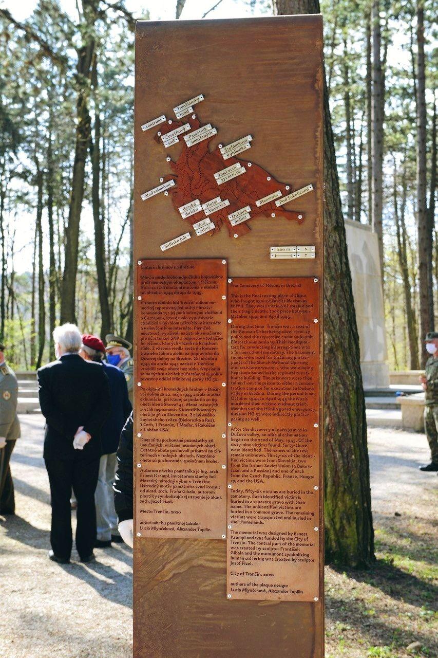 Informačná tabuľa o cintoríne hrdinov, Trenčín