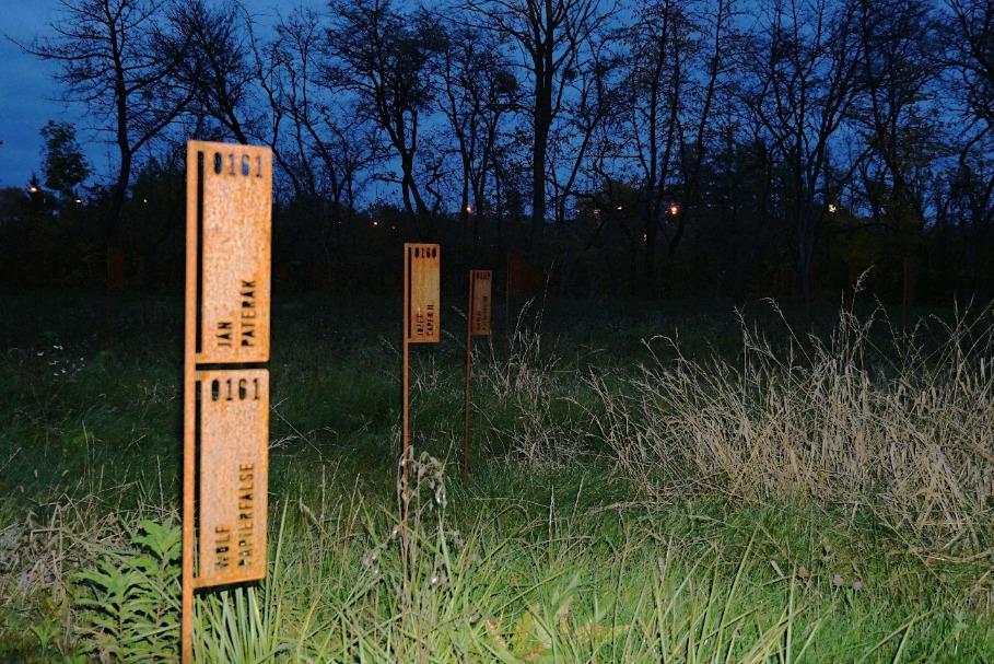 Cortenové označenie hrobových miest, pamätník na Majeri, Banská Bystrica